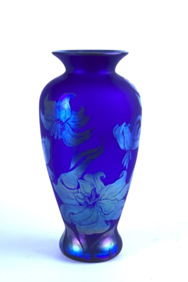 #2 Stippel Vase Cameo